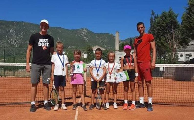 Uspješan nastup teniskih nada iz Foče u Mostaru