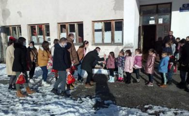 Studenti obradovali đake područnih škola