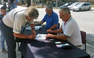 U Foči veliki odziv za potpisivanje peticije