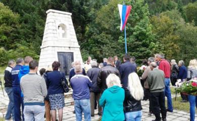 U ponedjeljak sjećanje na 42 srpska civila i vojnika stradala na Papratnoj njivi