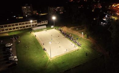 Na sportskom terenu u Miljevini postavljeni reflektori i tribine