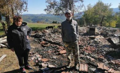 Izgorjela kuća na Zlatnom Boru, mentalno nerazvijeni brat i sestra na ledini